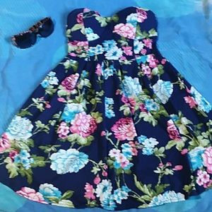 Dresses & Skirts - Juniors XS floral print strapless dress